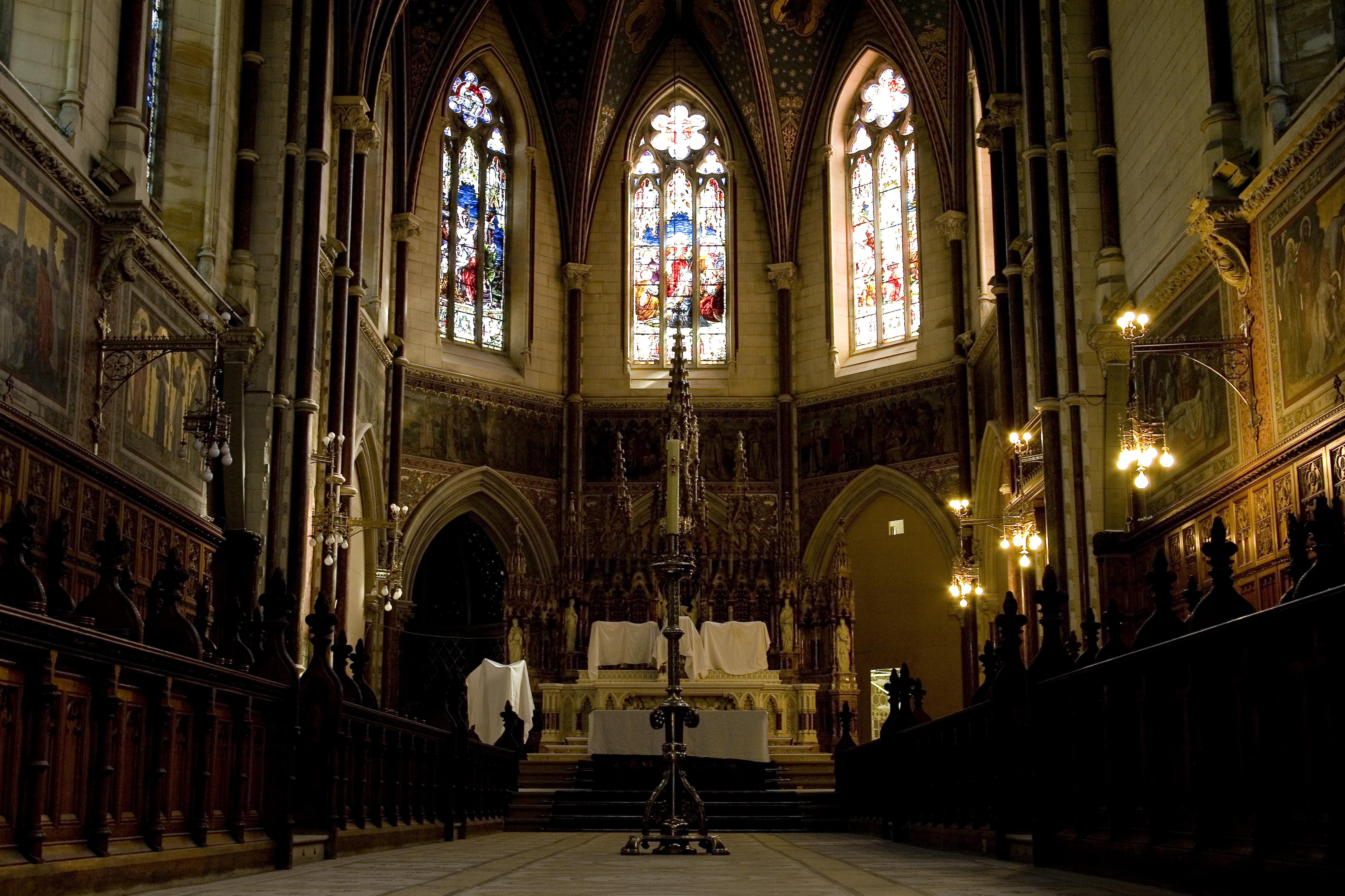 The main altar in the College Chapel - An phríomh-altóir i Séipéal an Choláiste
