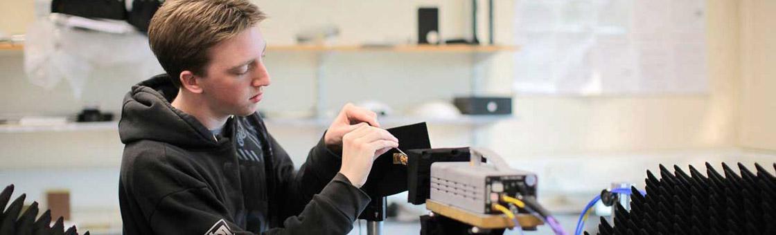 student adjusting a terahertz horn