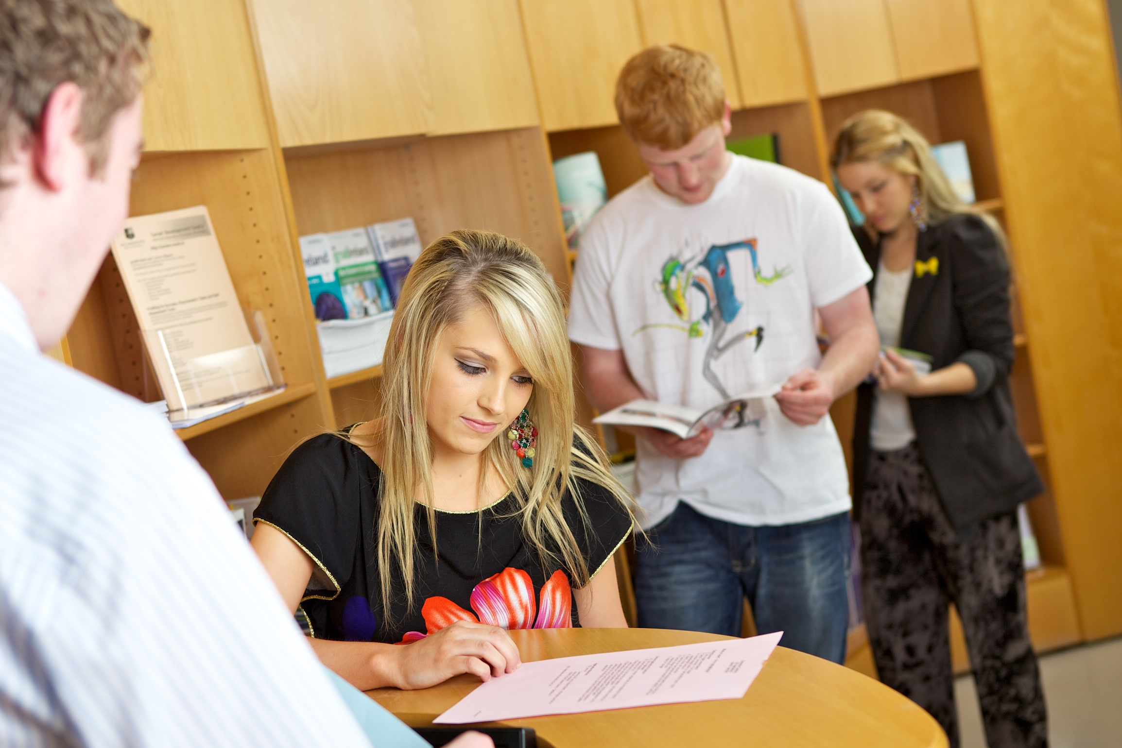 nooth university career development centre students using careers centre help desk