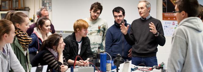 mental Physics - Frank Mulligan with students - Maynooth University
