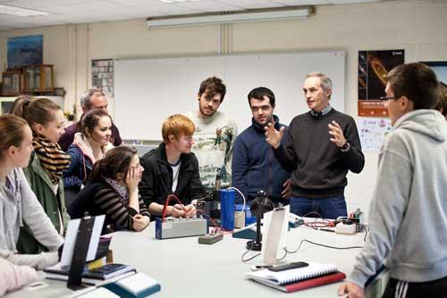 Communications & Marketing - Frank Mulligan Experimental Physics lab students  500 x 333 - Maynooth University