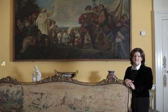 History - Marian Lyons with Tapestry in Dublin Castle - Maynooth University