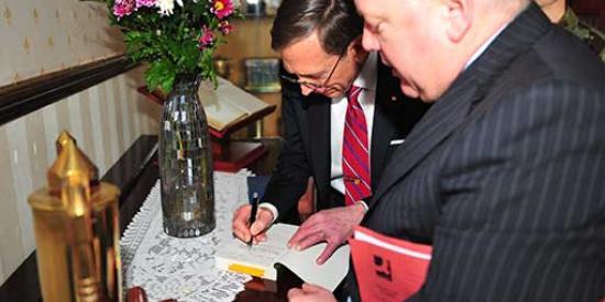 History - David Murphy with Gen Petraeus - Maynooth University