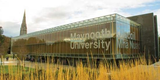 Communications & Marketing - Library sign Maynooth University bilingual - Maynooth University