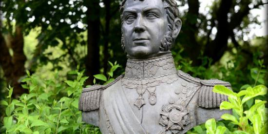 A bust of Bernardo O'Higgins
